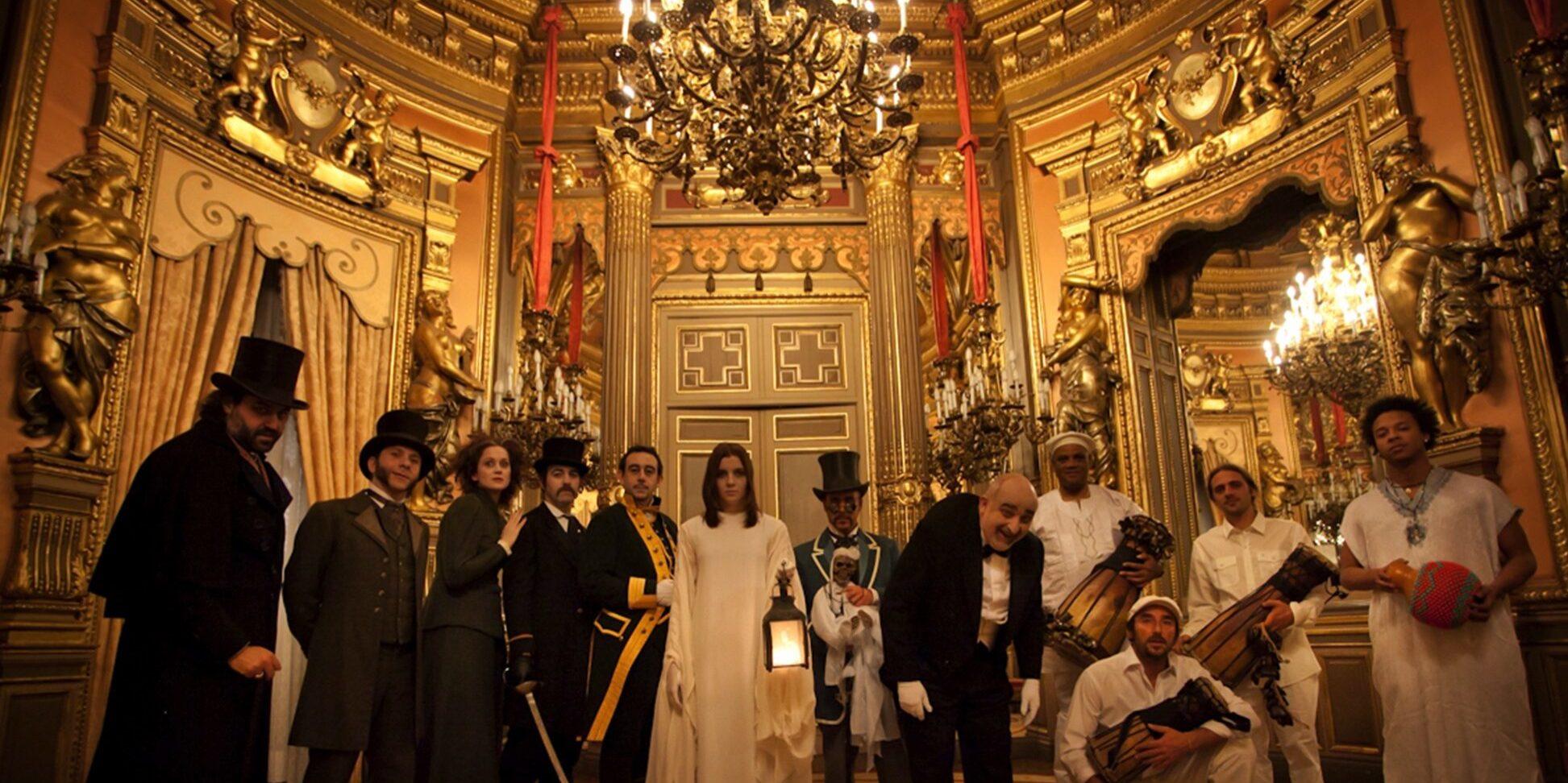 La puerta del Palacio de Linares esta abierta, ¿Entras?